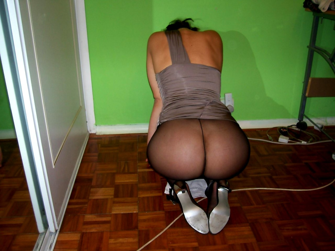 get wife to wear pantyhose